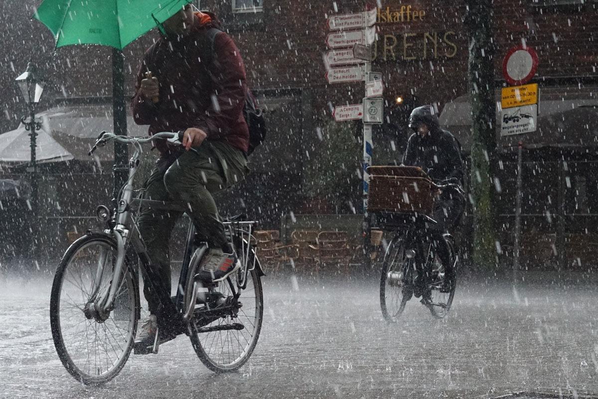 Езда на электровелосипеде в дождь: да или нет?
